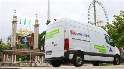 Elektrisk paketbil utanför Liseberg
