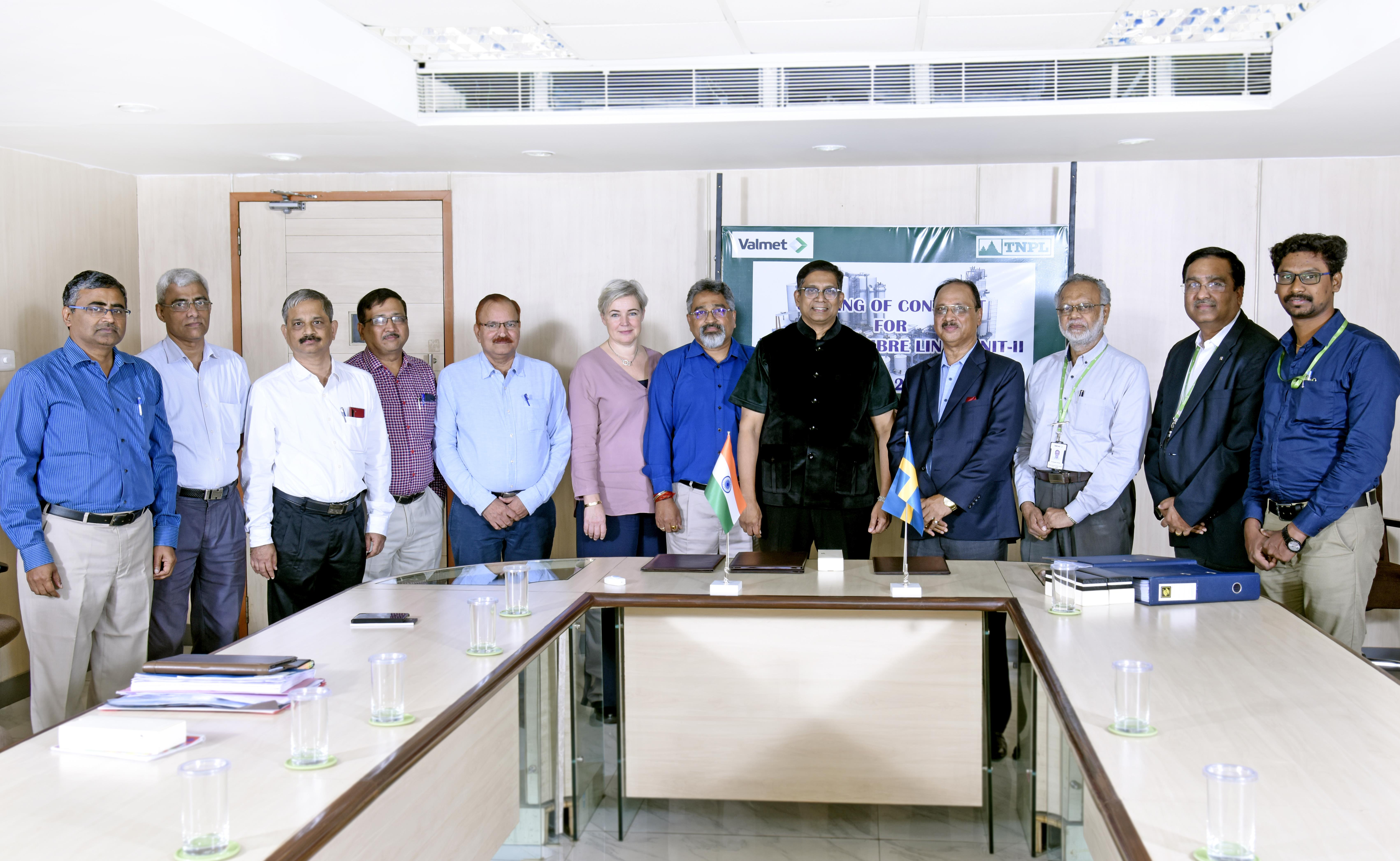 Managing Director and the mill management team of TNPL together with Valmet's sales management team.