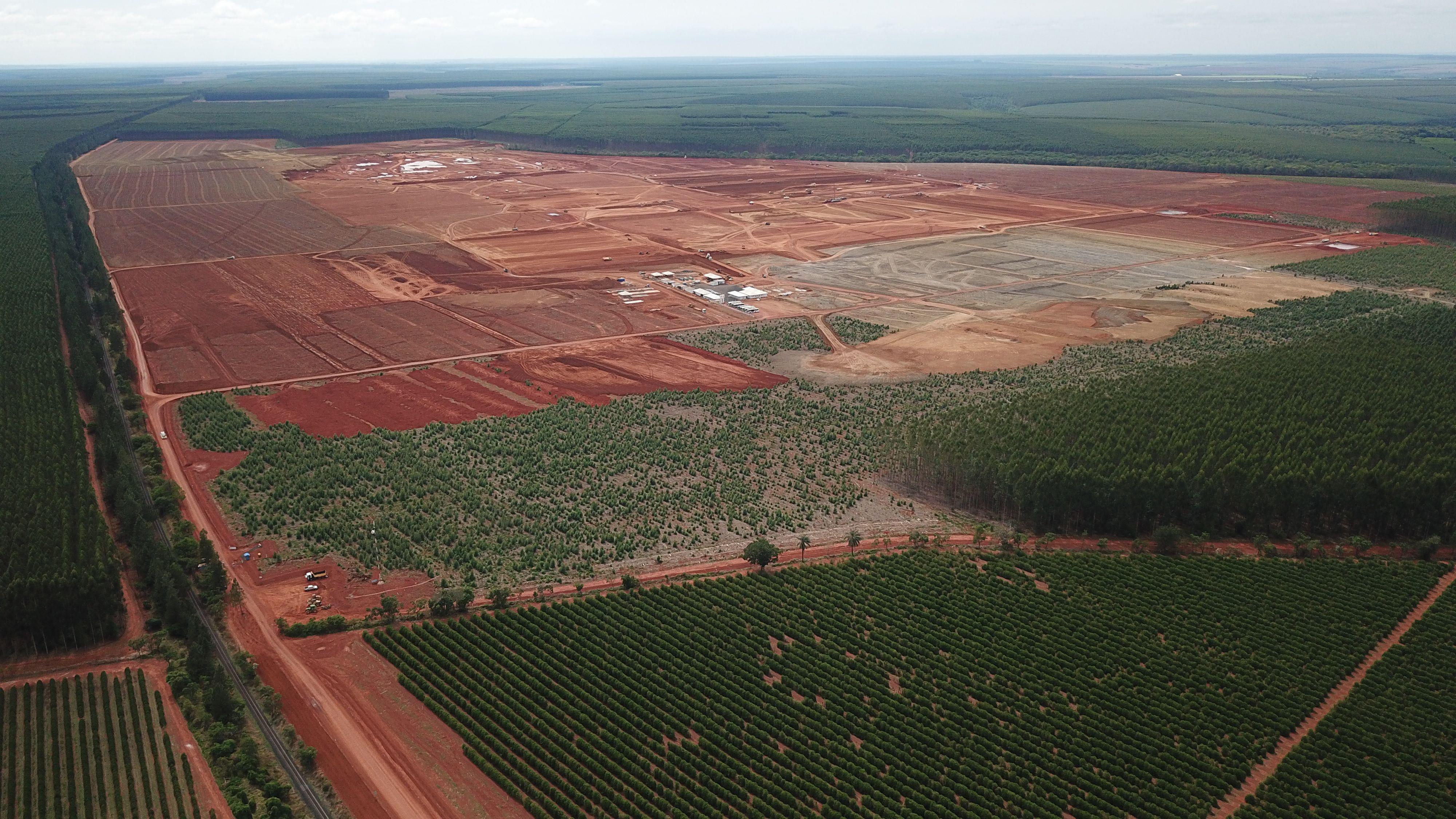 Det nya dissolvingmassabruket med en kapacitet på 500000 ton byggs i delstaten Minas Gerais i Brasilien.
