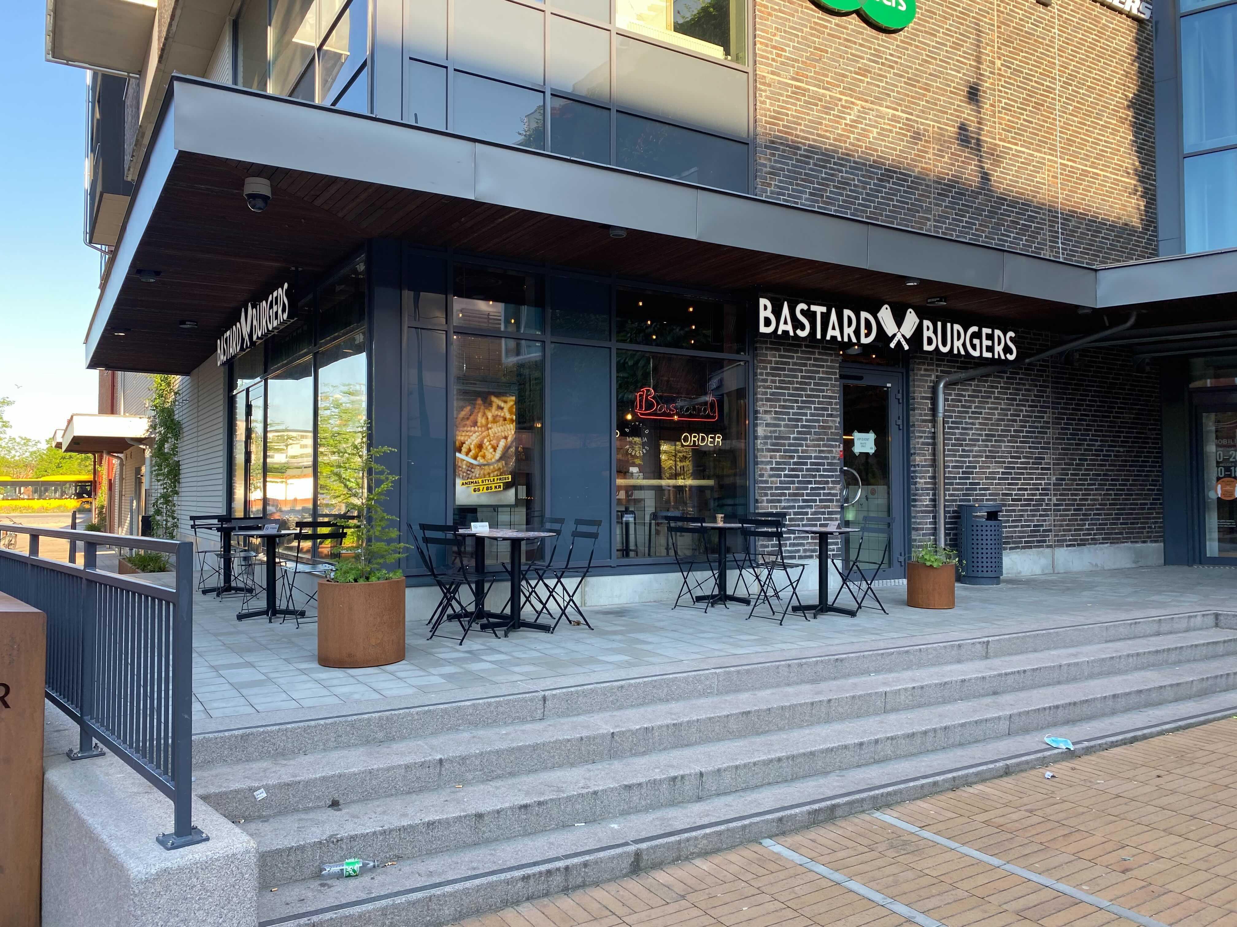 Premiär för Bastard Burgers på Mobilia idag