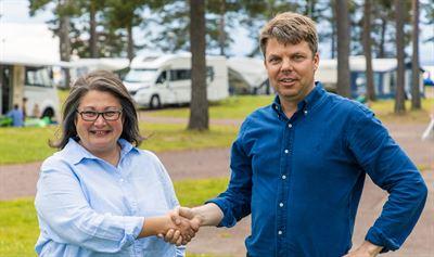 Grönklittsgruppens VD Mari Tara och Johan Söör, VD United Camping/First Camp.