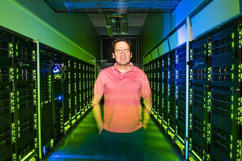 Bo Durbeej professor vid Linkpings universitet i datorhall p Nationellt superdatorcentrum NSC i Linkping