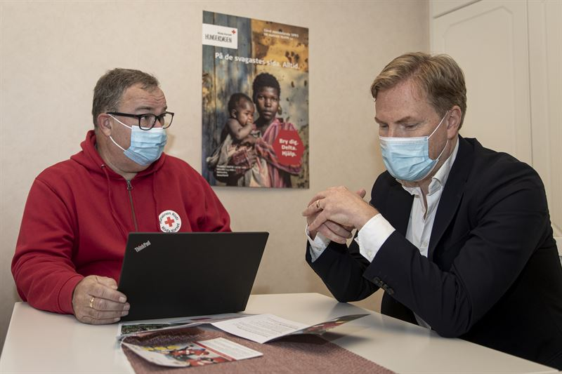 Red Cross manager Tomas Urvas  Paf CEO Christer Fahlstedt