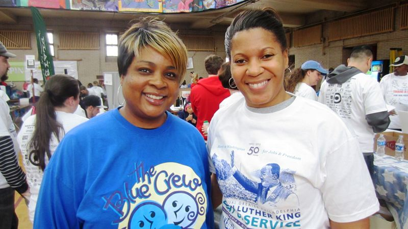 Independence Blue Cross Blue Crew volunteers help distribute Netbook