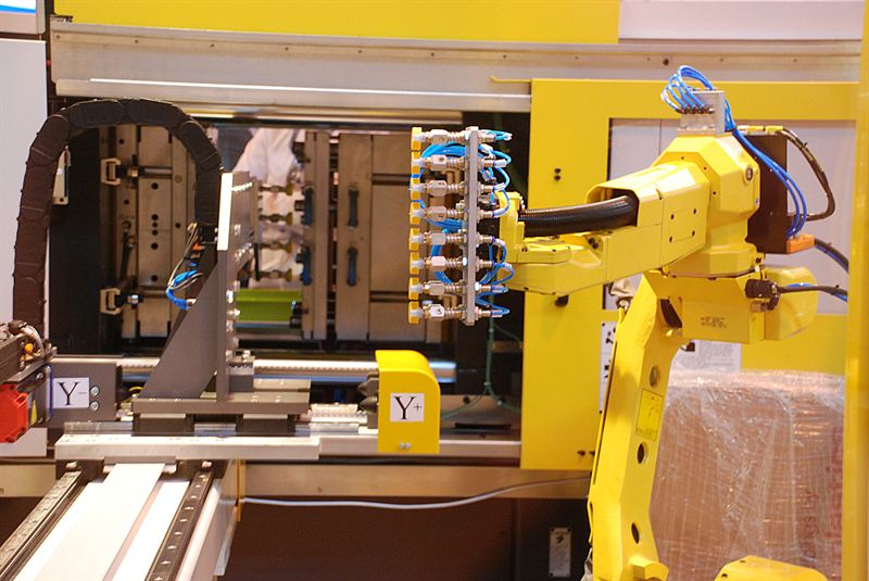 Hi-Tech Automation showcase integration of six axes FANUC robot with