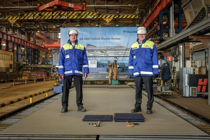 RMCn toimitusjohtaja Jyrki Heinimaa ja projektipllikk Marko Paloluoto aloittivat tnn terksen leikkauksella RMCn uudisrakennuksen NB6003n Tallinkin MyStarin tuotannon