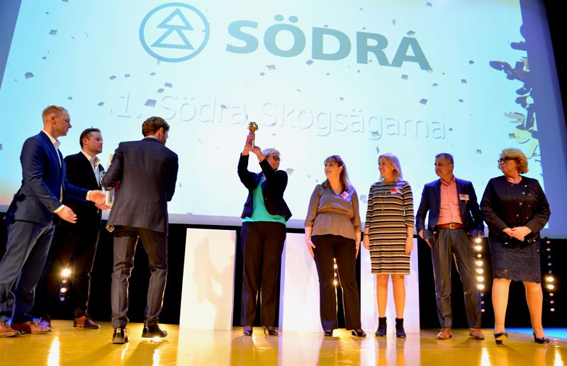 Södra tar emot priset som Sveriges mest attraktiva arbetsgivare vid Randstad award 2018. / Södra receives the award of Sweden's most attractive employer at the Randstad Award 2018.