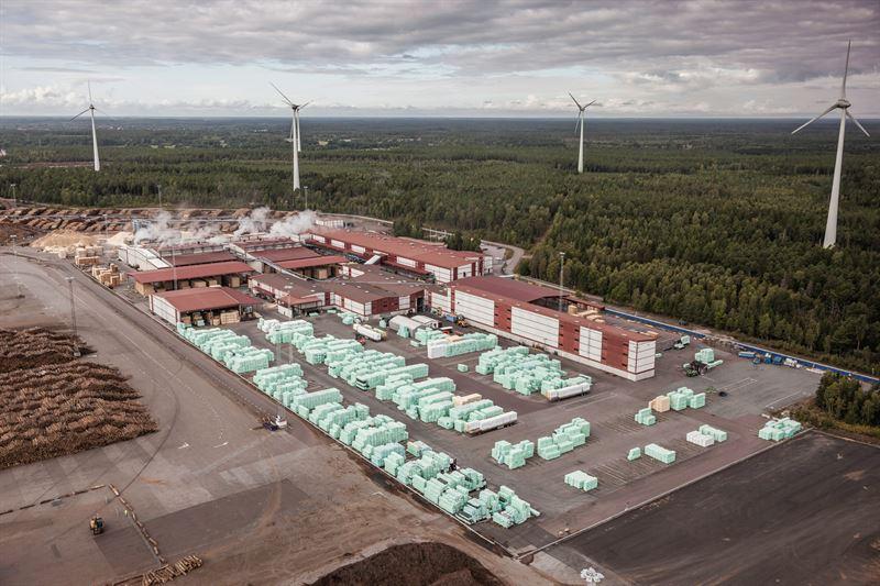 Södras sågverk i Mönsterås / Södras sawmill in Mönsterås.