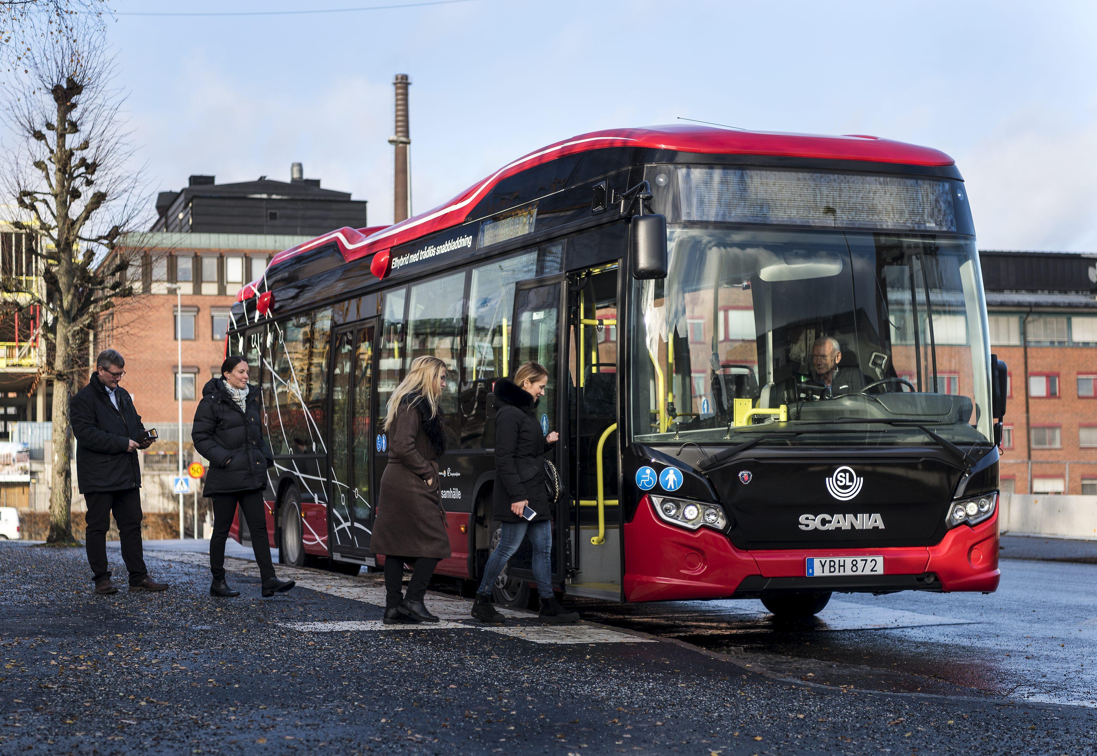Buss vid laddstation