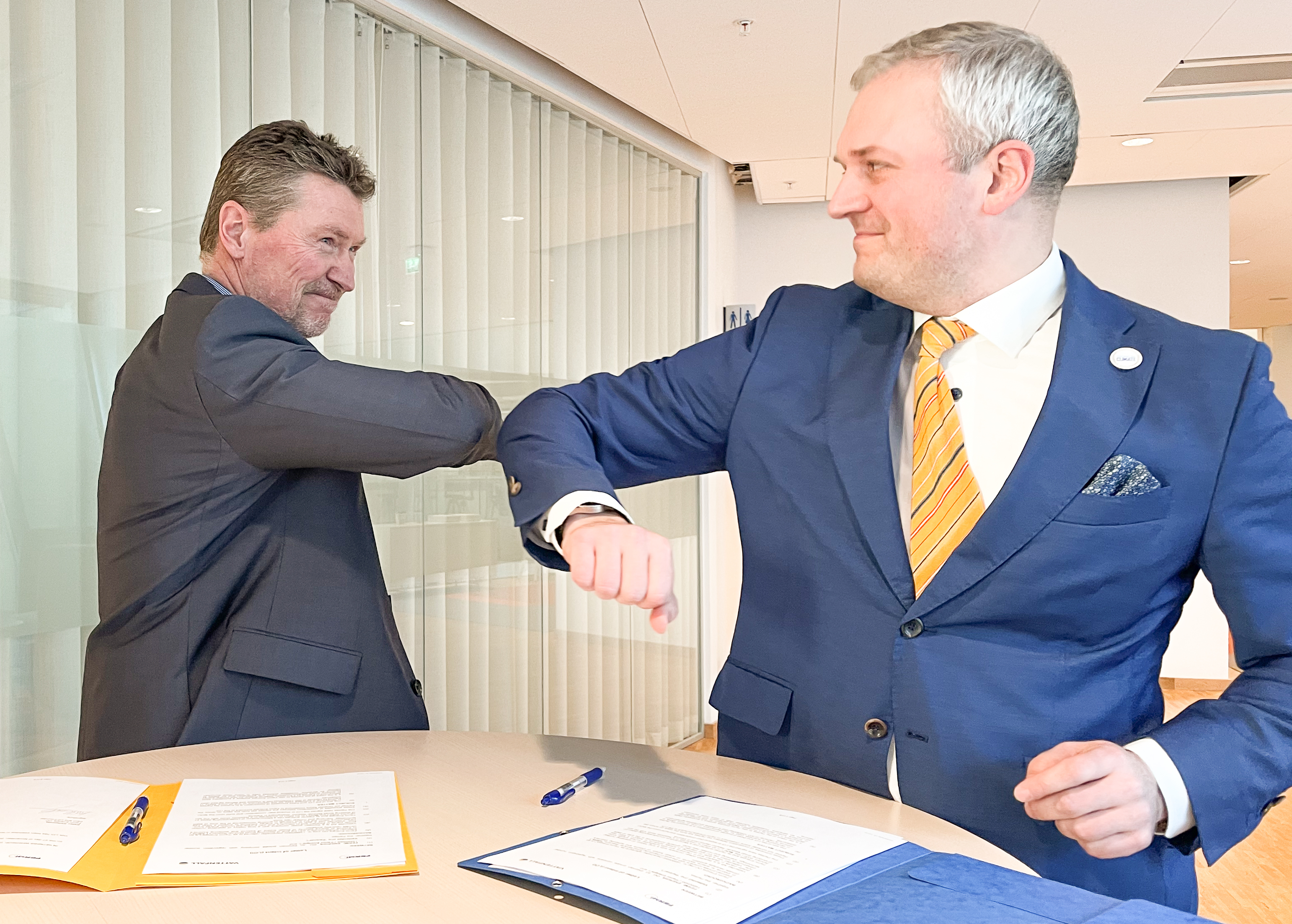 LOIFermiEnergia handshake