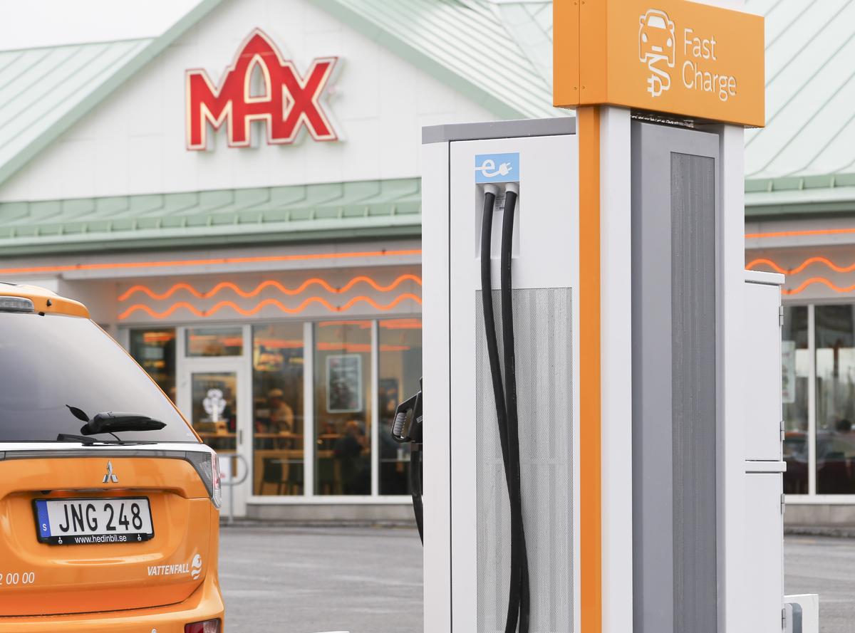 Vattenfall snabbladdningsstation på Max