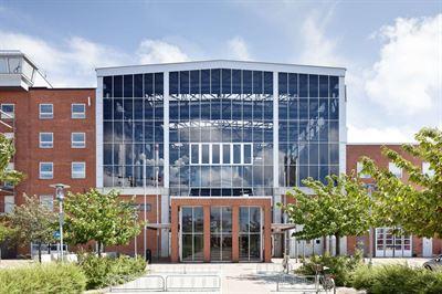 ba92210292db Malmö universitet har tecknat ett tioårigt hyresavtal med Wihlborgs om 9  000 kvm på två plan i Kranen 2 i Dockan i Malmö. Lokalerna kommer användas  till de ...