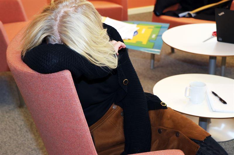 Kvinnor har i hgre utstrckning arbetsorsakade besvr n mn  Underskningen visar ocks att sysselsatta i ldrarna 3049 r har mer besvr p grund av stress och psykisk pfrestning jmfrt med bde yngre och ldre ldersgrupper