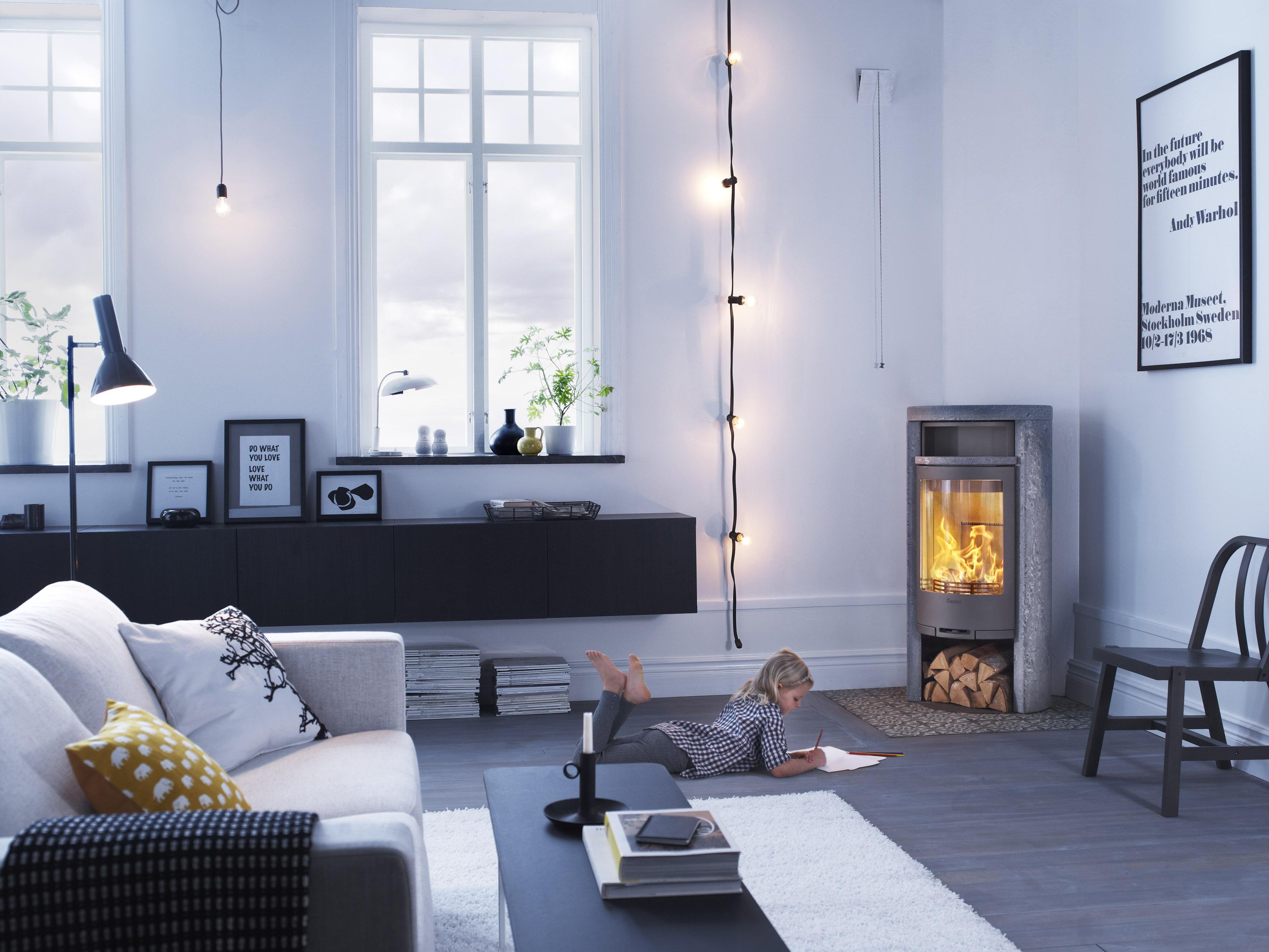 ny kamin har elegans och extra stor eld contura. Black Bedroom Furniture Sets. Home Design Ideas