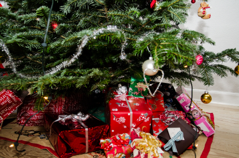 Season- christmas tree- presents- gifts